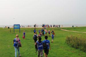 Kinderen bij zwemwaterlocatie Uiterdijk in Schellinkhout aan het Markermeer